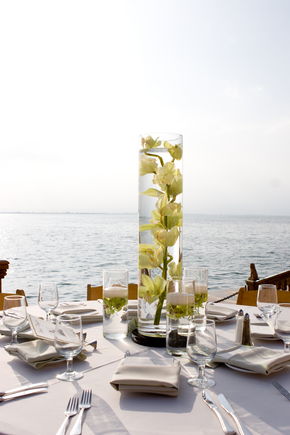 Vineetas Blog Her Other Centerpiece Was 3 Tall Cylinder Vases With